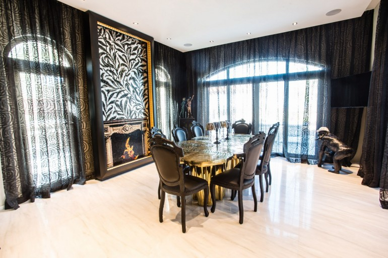 The Luxury Dining Table In The Saadiyat Private Residence   www.bocadolobo.com #moderndiningtables #diningtables #diningarea #diningroom #thediningroom #luxurious #luxury #gold #exclusivedesign #interiordesign #topinteriordesigners #bestinteriordesigners #famousinteriordesigners @moderndiningtables