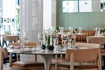 This Luxury Restaurant Design is Inspired by 1940s Kiosks | www.bocadolobo.com #restaurants #luxuryrestaurants #diningroom #diningarea #thediningroom #moderndiningtables #diningtables #tables #roomdesign #interiordesign #exclusivedesign #luxury @moderndiningtables