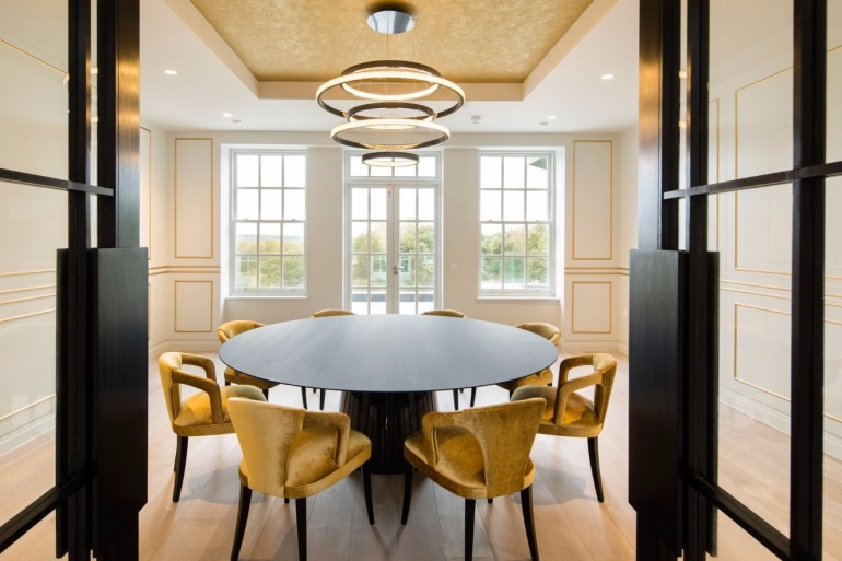 The Best Tips On How To Light a Dining Room | www.bocadolobo.com #moderndiningtables #diningroom #thediningroom #diningarea #diningtables #exclusivedesign #luxuryfurniture #lighting #luxurylighting #lightingtips @moderndiningtables