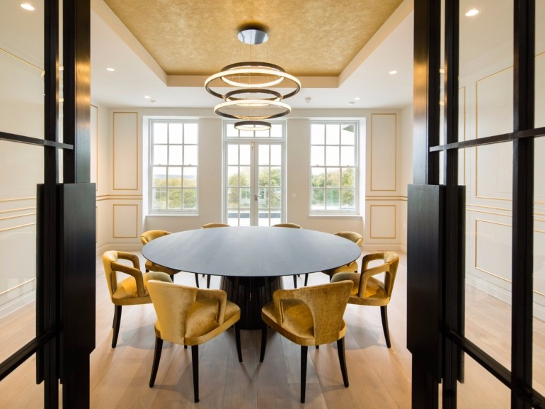 The Best Tips On How To Light a Dining Room | www.bocadolobo.com #moderndiningtables #diningroom #thediningroom #diningarea #diningtables #exclusivedesign #luxuryfurniture #lighting #luxurylighting #lightingtips @moderndiningtables