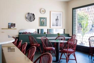 The Best Dining Areas by Jaime Hayon | www.bocadolobo.com #moderndiningtables #diningroom #diningarea #thediningroom #topinteriordesigners #bestinteriordesigners #interiordesign #luxurybrands @moderndiningtables