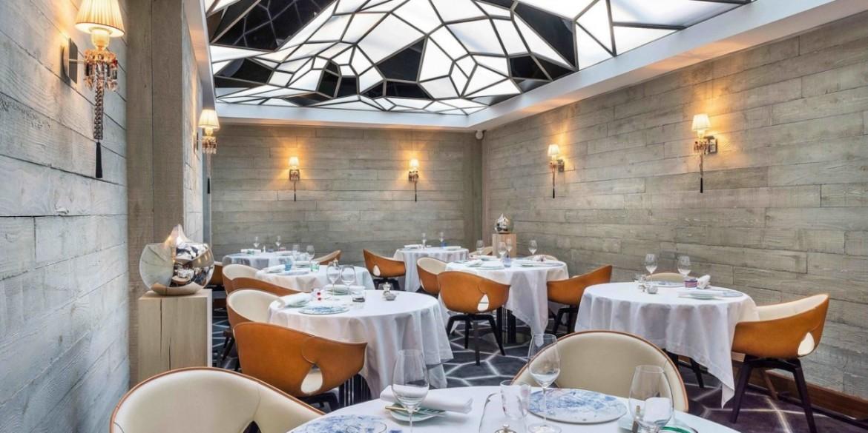 10 Super Chic and Sophisticated Luxury Restaurants in Paris   www.bocadolobo.com #luxuryrestaurants #restaurants #parisrestaurants #restaurantdesign #moderndiningtables #diningarea #diningroom #diningdesign #roomdesign @moderndiningtables