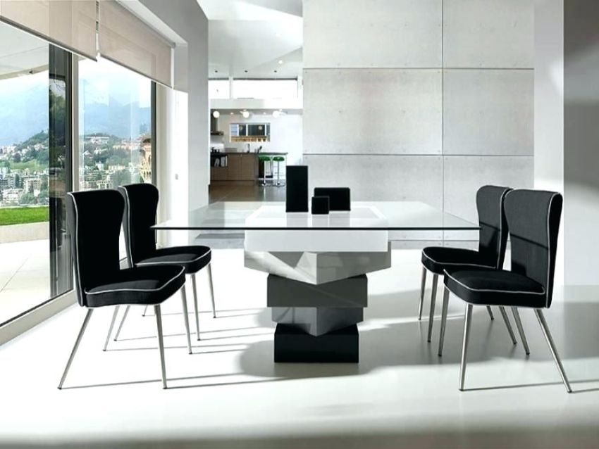 10 Most-Wanted Square Dining Tables