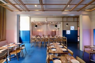 The Innovative Electric Blue Dining Area by Studio Gram   www.bocadolobo.com #moderndiningtables #diningroom #diningarea #thediningroom #restaurants #restaurantdesign @moderndiningtables