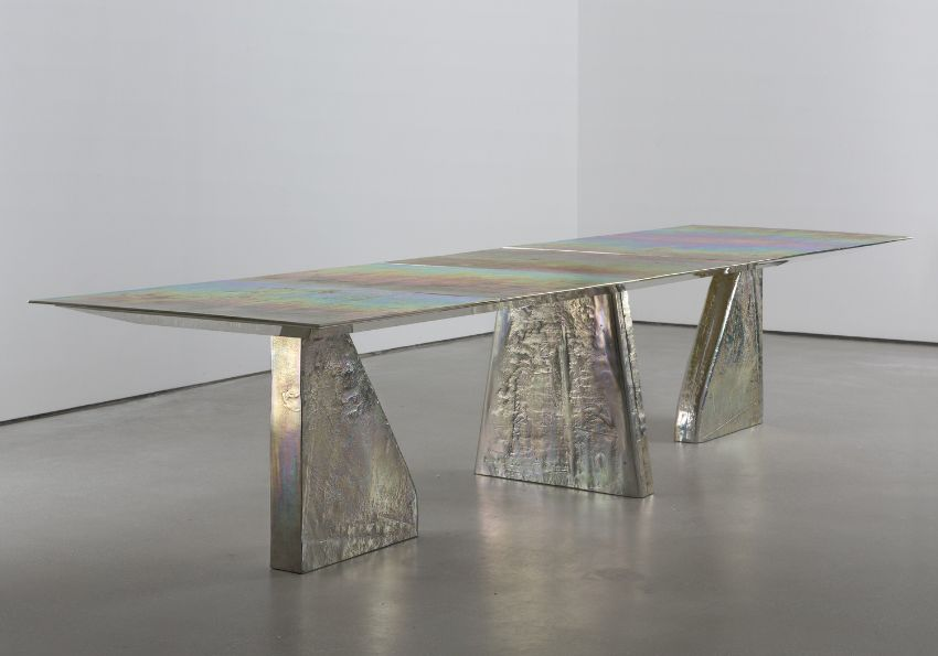 Unravel Vincenzo De Cotiis Simple Yet Contemporary Dining Table Designs (1)